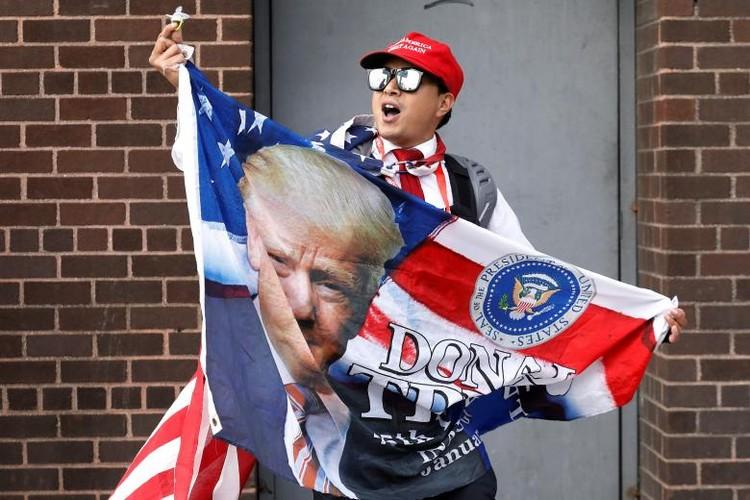 Anh: Dan chung phan doi ong Trump tro ve New York-Hinh-7