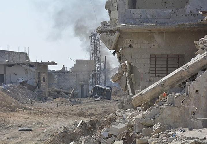 Anh: Quan doi Syria gianh lai quan al-Qaboun, khung bo rut lui-Hinh-10