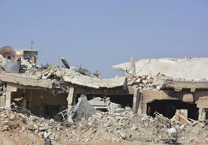 Anh: Quan doi Syria gianh lai quan al-Qaboun, khung bo rut lui-Hinh-12