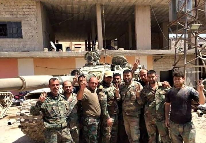 Anh: Quan doi Syria gianh lai quan al-Qaboun, khung bo rut lui-Hinh-3