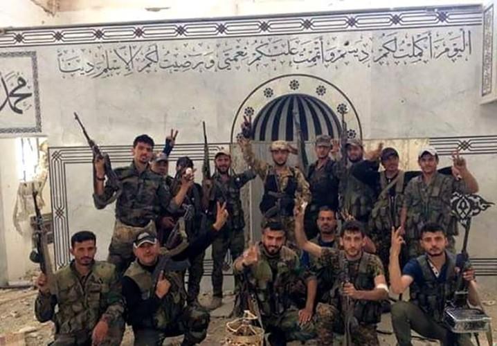 Anh: Quan doi Syria gianh lai quan al-Qaboun, khung bo rut lui-Hinh-4