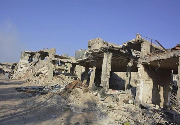 Anh: Quan doi Syria gianh lai quan al-Qaboun, khung bo rut lui-Hinh-7