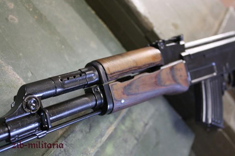 Bat ngo khau AK phong luu cua Hai quan danh bo VN-Hinh-5
