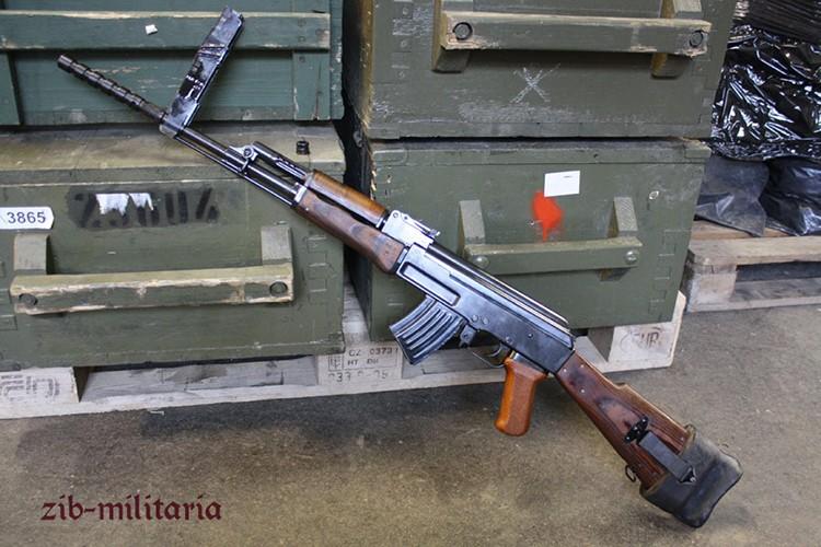 Bat ngo khau AK phong luu cua Hai quan danh bo VN-Hinh-9