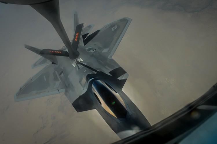 Tiet lo diem yeu chet nguoi cua sieu co F-22 My-Hinh-11