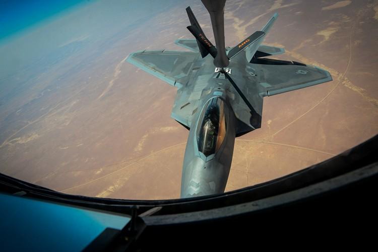 Tiet lo diem yeu chet nguoi cua sieu co F-22 My-Hinh-14