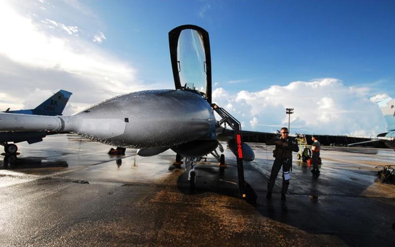 Guam: tau san bay khong the bi danh chim cua My-Hinh-10