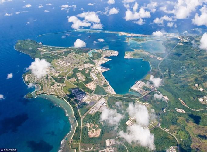 Guam: tau san bay khong the bi danh chim cua My