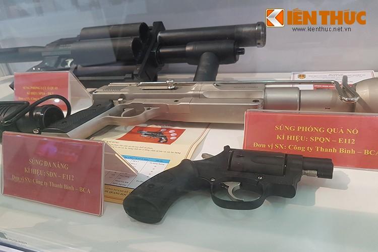 Bat ngo dan vu khi do Cong an Viet Nam san xuat-Hinh-10