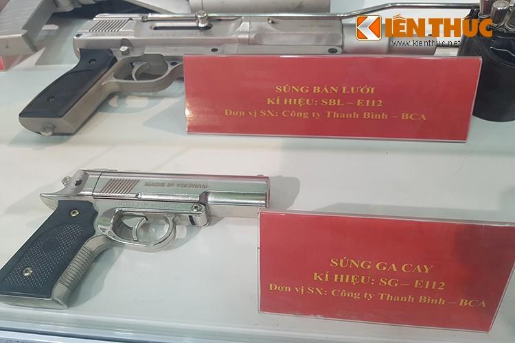 Bat ngo dan vu khi do Cong an Viet Nam san xuat-Hinh-12