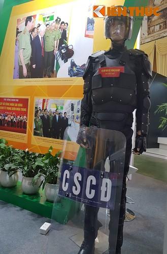 Bat ngo dan vu khi do Cong an Viet Nam san xuat-Hinh-3