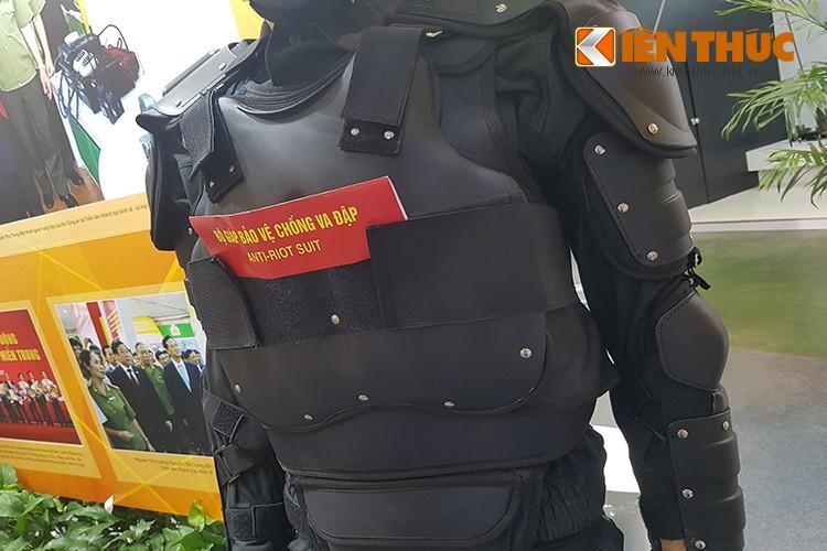 Bat ngo dan vu khi do Cong an Viet Nam san xuat-Hinh-4