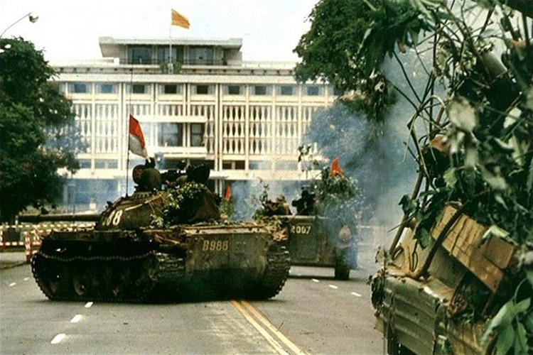Tuong tan xe tang huc do cong Dinh Doc Lap vao ngay 30/4/1975-Hinh-2
