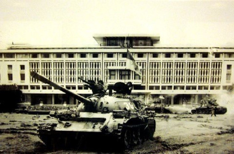 Tuong tan xe tang huc do cong Dinh Doc Lap vao ngay 30/4/1975-Hinh-4