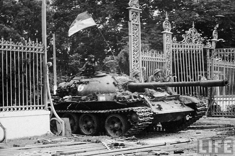 Tuong tan xe tang huc do cong Dinh Doc Lap vao ngay 30/4/1975