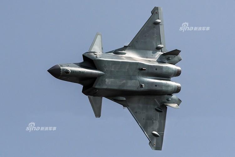 Nguy hiem: J-20 Trung Quoc da san sang tham chien-Hinh-4