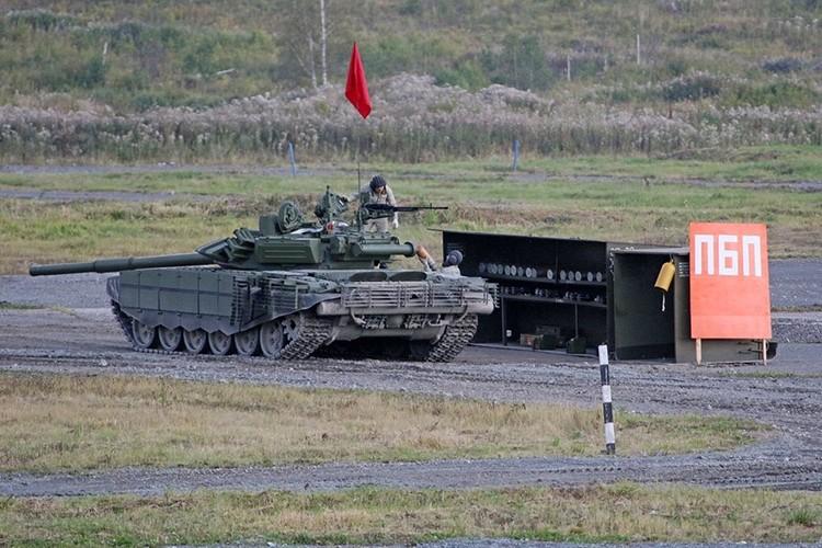 Hoanh trang Ngay Chien si xe tang cua Quan doi Nga-Hinh-13