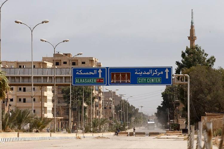Nong: Hinh anh dau tien ben trong Deir Ezzor sau ngay giai vay-Hinh-8