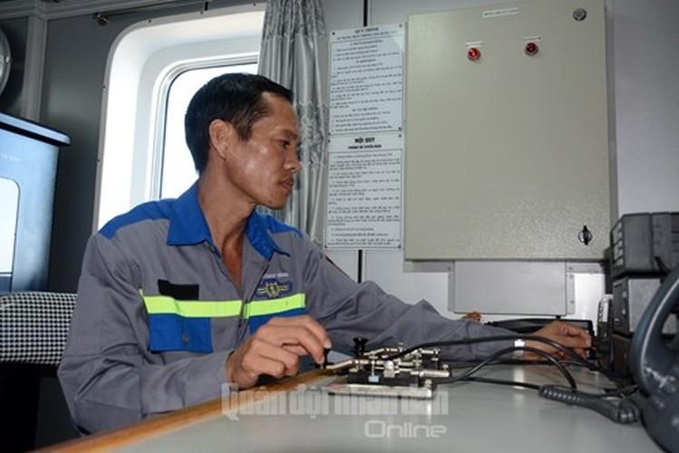 De nhung con tau Canh sat bien ben bi vuon khoi, bam bien-Hinh-6