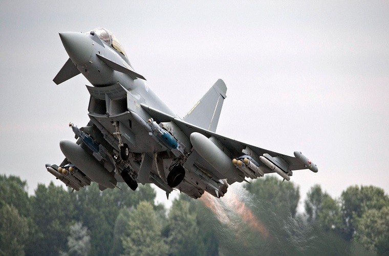 Eurofighter Typhoon: Cuong phong chau Au danh cho Su-35 cua Nga-Hinh-10