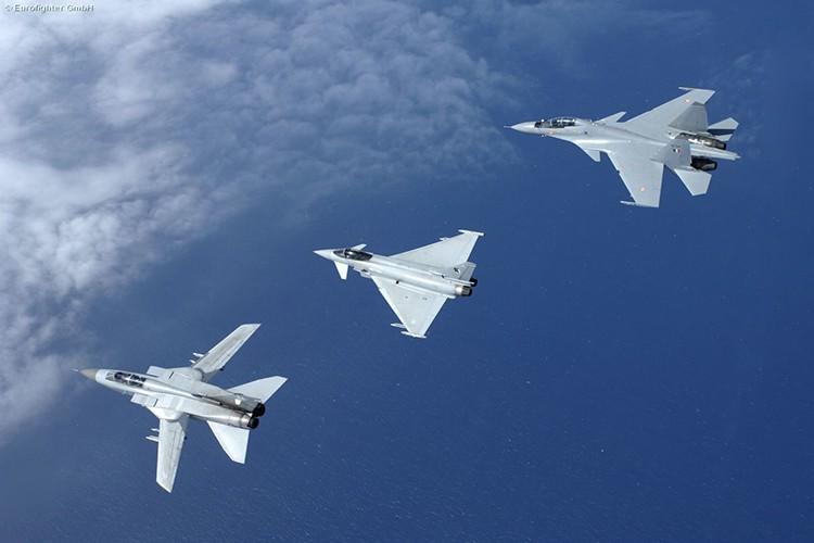Eurofighter Typhoon: Cuong phong chau Au danh cho Su-35 cua Nga-Hinh-12