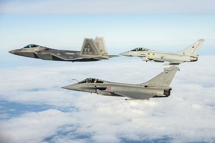 Eurofighter Typhoon: Cuong phong chau Au danh cho Su-35 cua Nga-Hinh-7