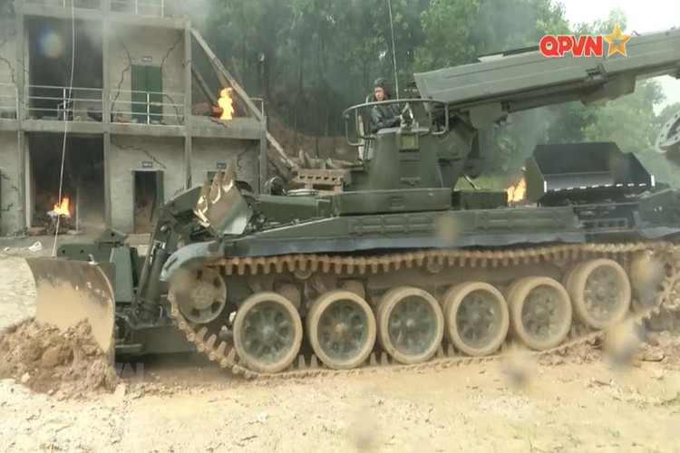 "Bat ngo nhiem vu moi cua ""xe tang T-72"" Viet Nam-Hinh-6"