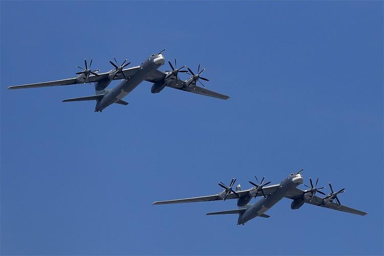 """Can canh dan Tu-95MS Nga """"cuong no"""" xuat kich tra thu-Hinh-12"""