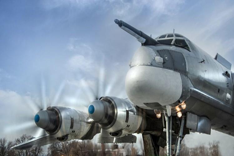 """Can canh dan Tu-95MS Nga """"cuong no"""" xuat kich tra thu-Hinh-3"""