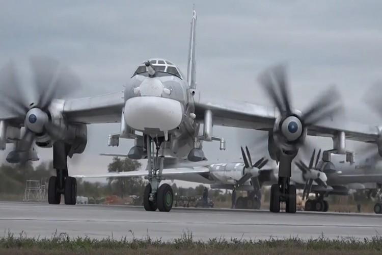"""Can canh dan Tu-95MS Nga """"cuong no"""" xuat kich tra thu-Hinh-4"""