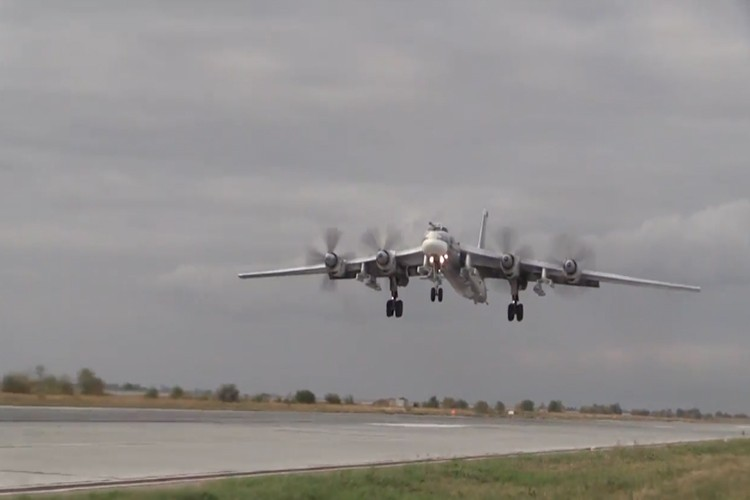 """Can canh dan Tu-95MS Nga """"cuong no"""" xuat kich tra thu-Hinh-6"""