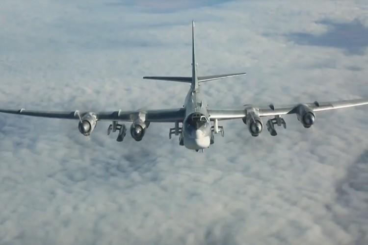 """Can canh dan Tu-95MS Nga """"cuong no"""" xuat kich tra thu-Hinh-7"""