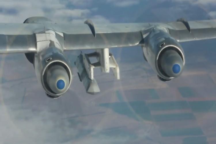 """Can canh dan Tu-95MS Nga """"cuong no"""" xuat kich tra thu-Hinh-8"""