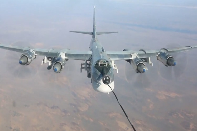 """Can canh dan Tu-95MS Nga """"cuong no"""" xuat kich tra thu-Hinh-9"""