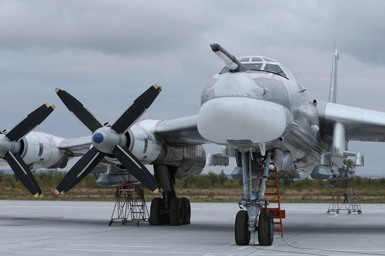 """Can canh dan Tu-95MS Nga """"cuong no"""" xuat kich tra thu"""