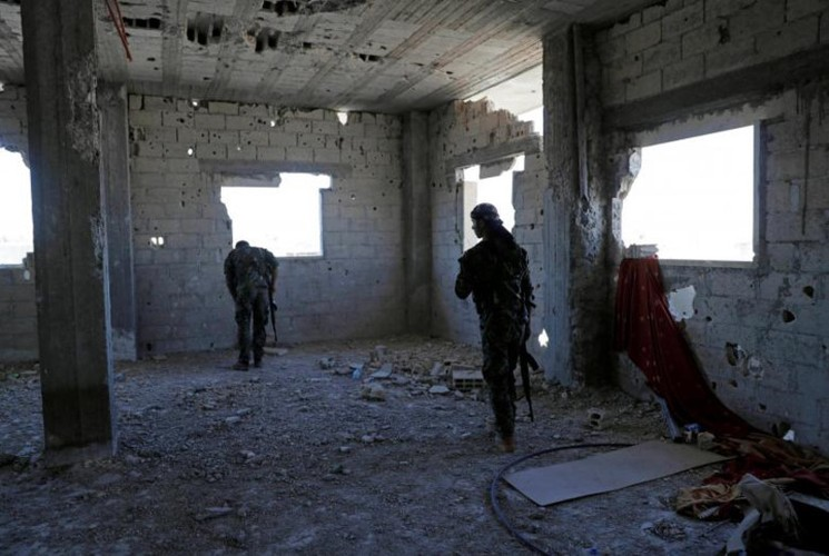 Khoc liet cuoc chien giua duong pho Raqqa, Syria-Hinh-10