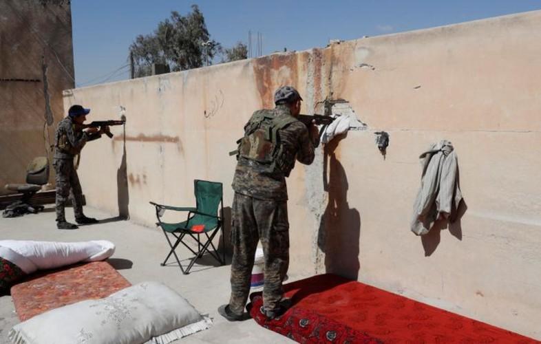 Khoc liet cuoc chien giua duong pho Raqqa, Syria-Hinh-13
