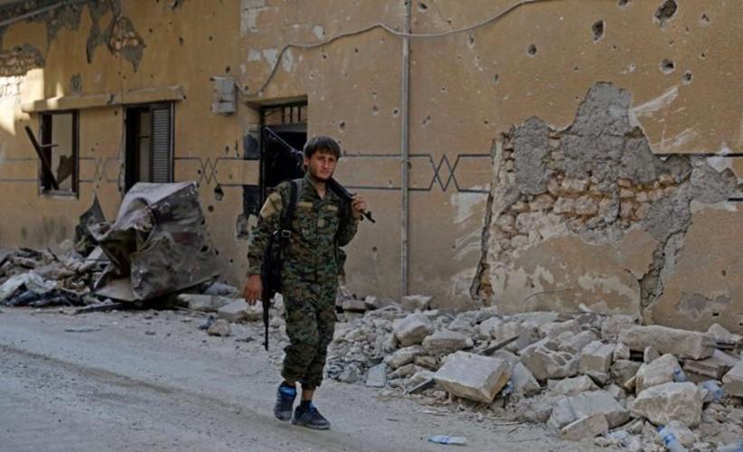 Khoc liet cuoc chien giua duong pho Raqqa, Syria-Hinh-15