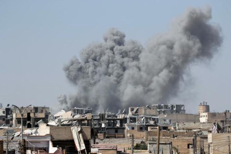 Khoc liet cuoc chien giua duong pho Raqqa, Syria-Hinh-2