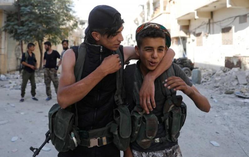 Khoc liet cuoc chien giua duong pho Raqqa, Syria-Hinh-7