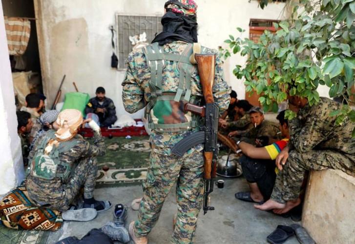 Khoc liet cuoc chien giua duong pho Raqqa, Syria-Hinh-8