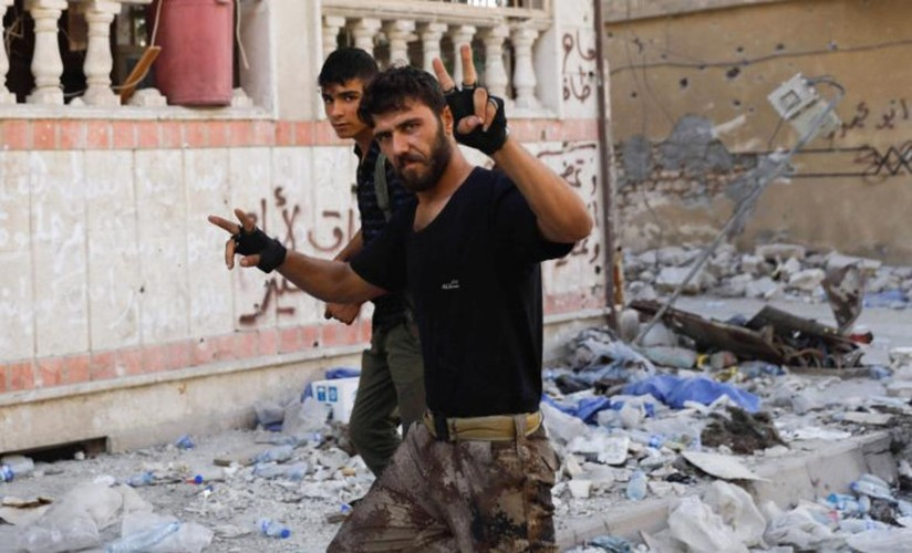Khoc liet cuoc chien giua duong pho Raqqa, Syria-Hinh-9