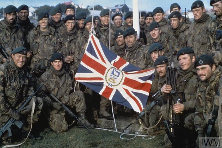 Ve tinh Lien Xo danh chim tau chien Anh trong Chien tranh Falkland-Hinh-14