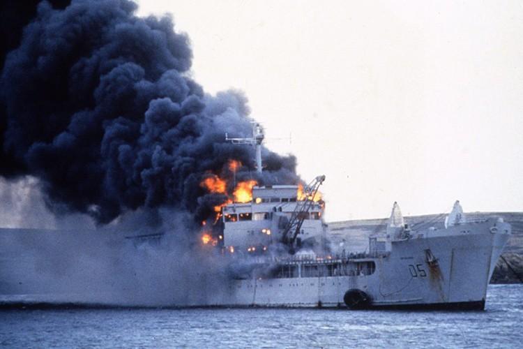 Ve tinh Lien Xo danh chim tau chien Anh trong Chien tranh Falkland-Hinh-5