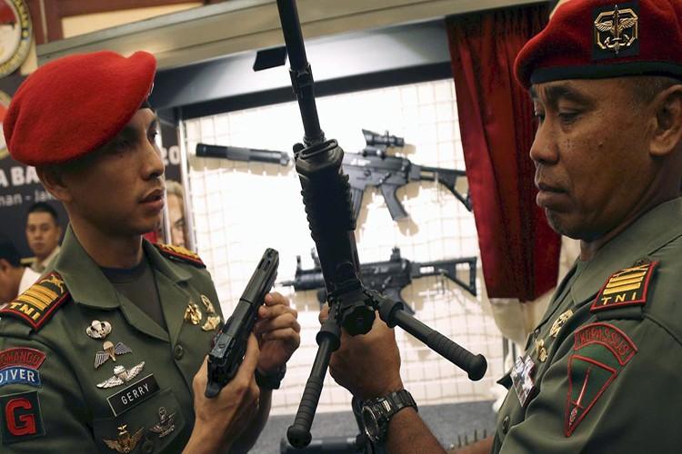 "Bat ngo lo sung ""khung"" Lao muon mua tu Indonesia"