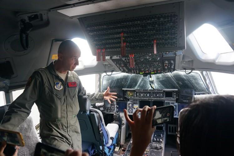 Phi cong sieu van tai C-17 My ke chuyen ve Viet Nam-Hinh-3
