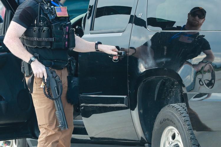 Nhung vu khi mat vu My mang theo bao ve TT Trump-Hinh-5