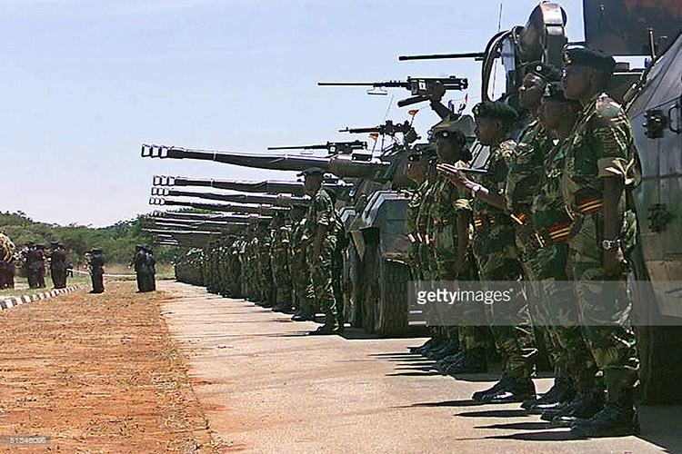 Giai ma dao quan bi nghi vua tien hanh dao chinh o Zimbabwe-Hinh-6