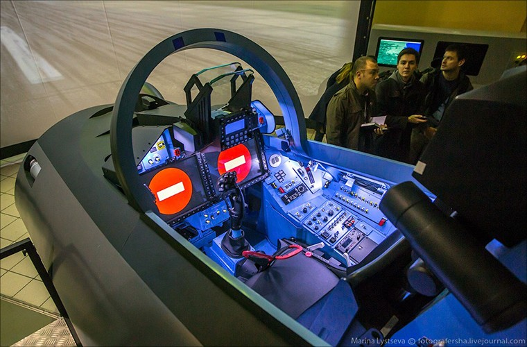 Chet me he thong huan luyen tiem kich Su-35 cua Nga-Hinh-8