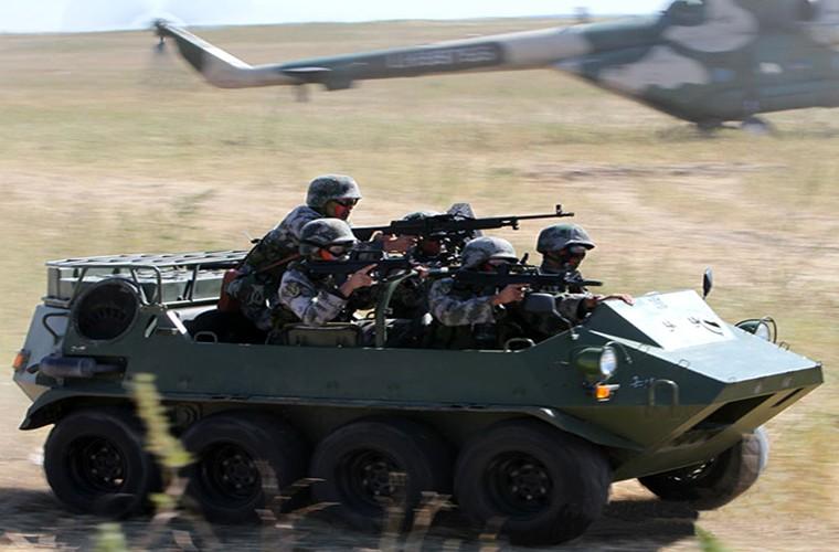 Soi xe dia hinh ATV cua bo binh co gioi Trung Quoc-Hinh-6
